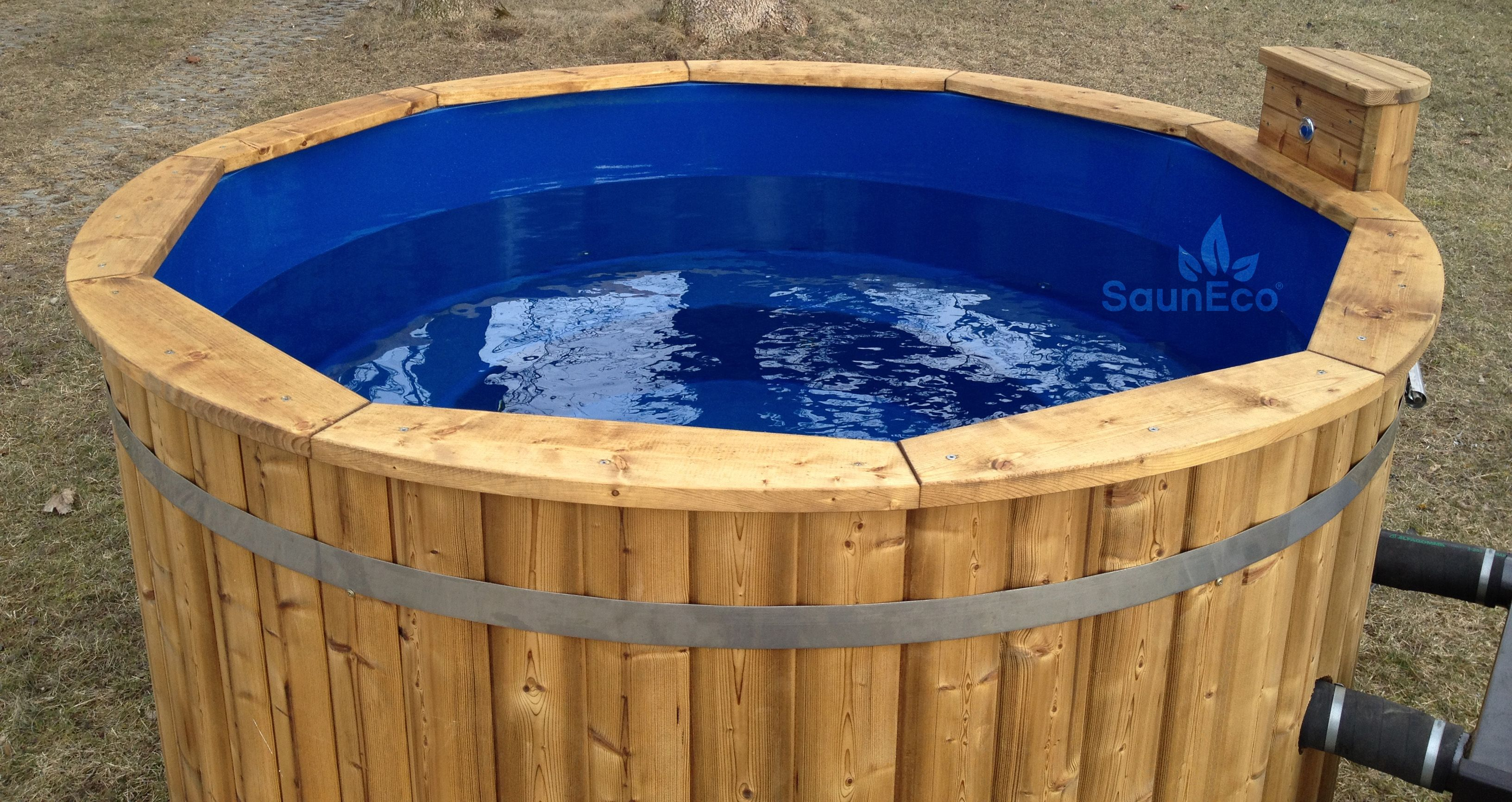 Luxurious Wooden Jacuzzi Hot Tub - Bubble Jet System - LED lights